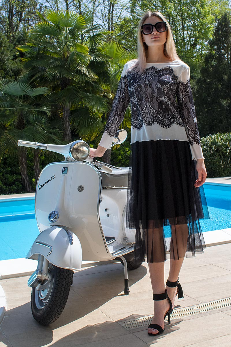 Outfit elegante chic in tulle gonna ruota balze