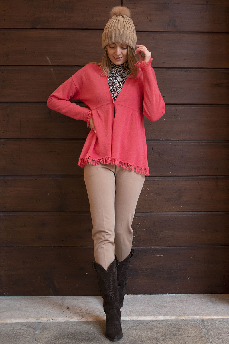 outfit elegante chic pantalone sigaretta basico t-shirt con maniche taffetà