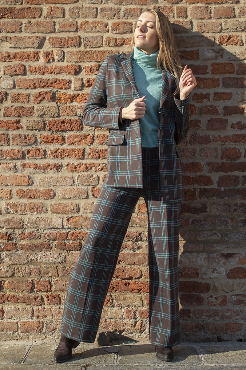 outfit scozzese mou donna
